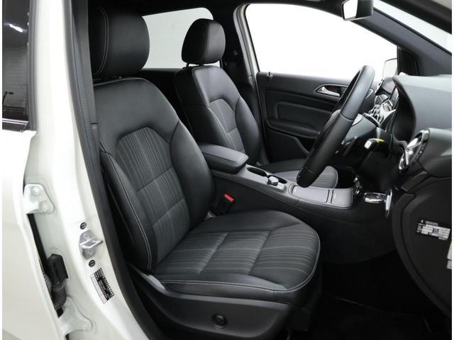 美しい状態を維持したフロントシート。気になる大きな汚れや擦れは感じられません。