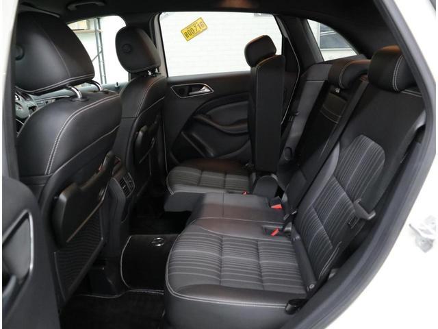 後席シートスライド機構、ラゲッジフロアの高さ調整機構が備わった「EASY-VARIO PLUS」を装備。後席分割可倒機構により、フレキシブルなシートアレンジが可能。幅広い容量を使い分けできます。