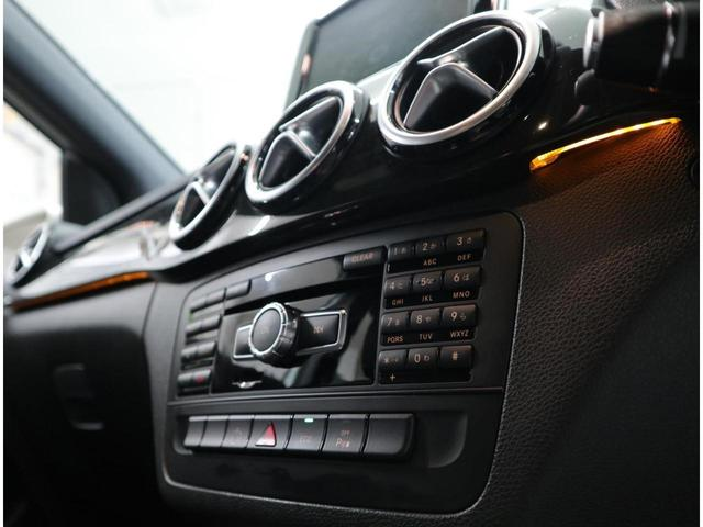 ダッシュボードトリム下部、ドアトリム&ハンドル部に組み込まれたLEDの間接光が、広々とした室内空間を上質に心地よく彩る。ECOスタートストップ機能も標準装備し、燃費向上を大幅に高めています。