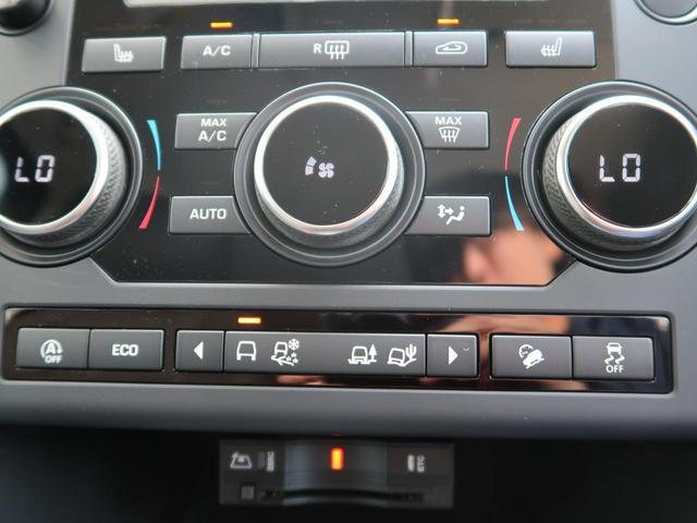 通常SEではマニュアルエアコンが標準装備にありますが、こちらのお車はオプションのデュアルオートエアコンが装備されております。