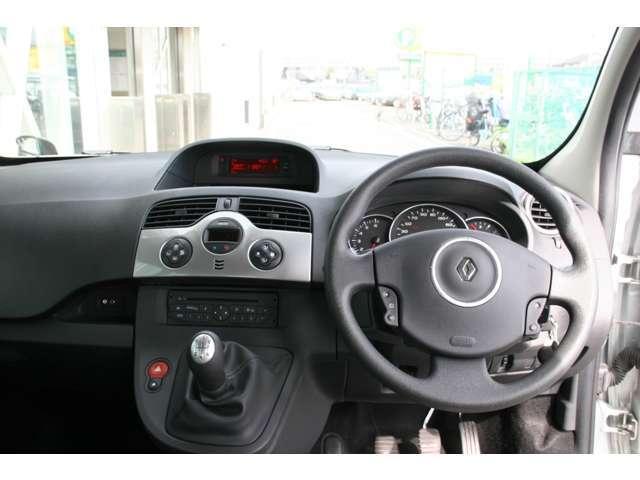 ルノー ルノー カングー 1.6 5速マニュアル キーレス AUX Wバックドア