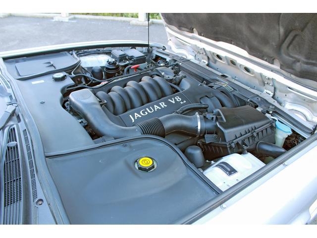 搭載エンジンはすべてV型8気筒DOHCで、ユーロステージIIIのエミッション基準適合タイプ。