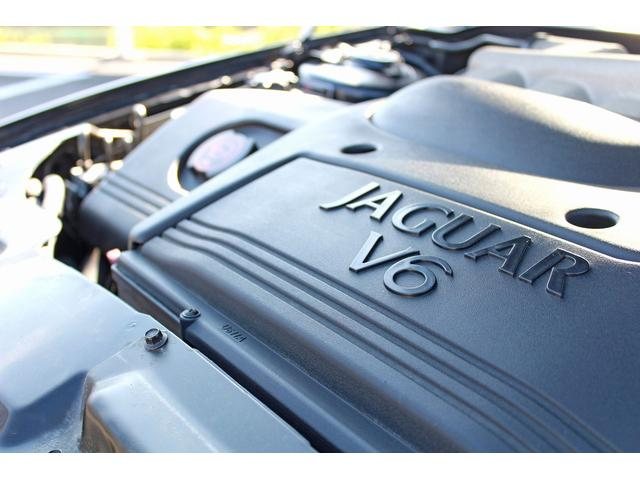 搭載されるエンジンは2.5L V6DOHC。