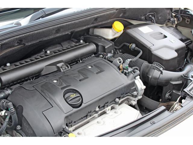 エンジンは直列4気筒DOHC16バルブを搭載。