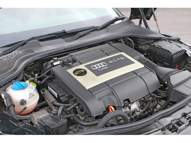 アウディTTクーペ(AUDI TT COUPE)のエンジンは、2L 直列4気筒DOHCインタークーラー付ターボ
