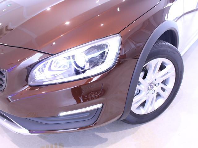 ボルボ ボルボ V60 クロスカントリー D4 SE  本革シート 当社デモカー