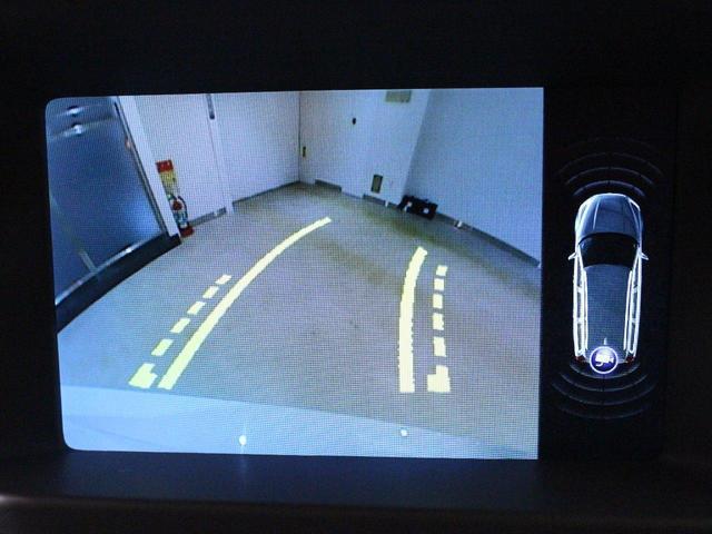 バックカメラ&パークセンサーを装備!モニターで後方確認できるので車庫入れが苦手な方も安心です!