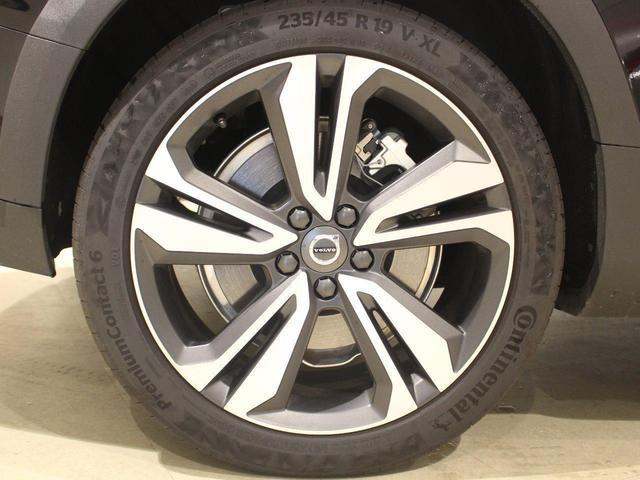 クロスカントリー T5 AWD プロ 当店デモカープラスパッケージ付き パノラマサンルーフ パワーテールゲート シートヒーター ベンチレーション ステアリングヒーター 360度ビューモニター マッサージ機能 自動駐車 自走発車(36枚目)