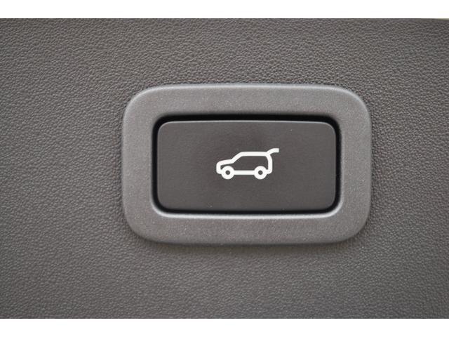 オプションの電動パワーゲートを装備。車両側のボタンはもちろん、リモコンキーでもトランクの開閉が可能です。荷物の出し入れもスマートに。