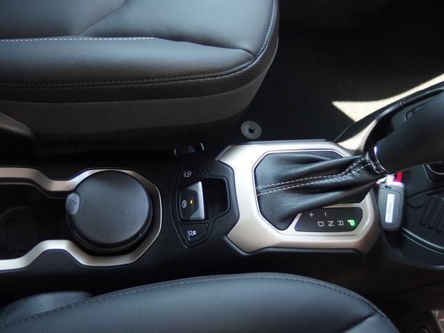 クライスラー・ジープ クライスラージープ レネゲード リミテッド 革シート  バックカメラ 登録済未使用車