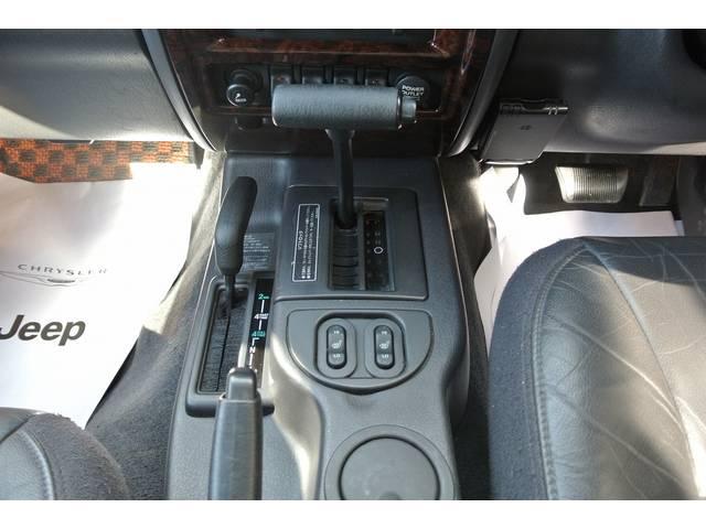クライスラー・ジープ クライスラージープ チェロキー リミテッド リフトアップ 社外オーバーフェンダー ETC