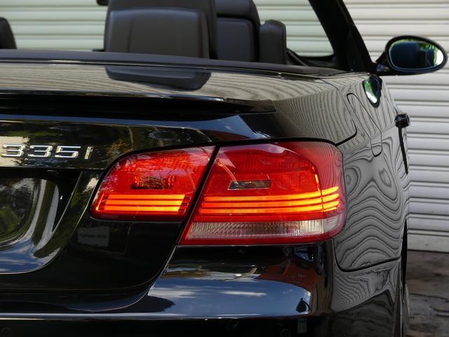 使用感はとても少なく室内は落ち着いたブラックレザーシートに快適なシートヒーター付!! 前期最終型ならではのNewアイドライブに社外ナビ地デジも完備され運転操作をサポートするパークディスタンス付!!