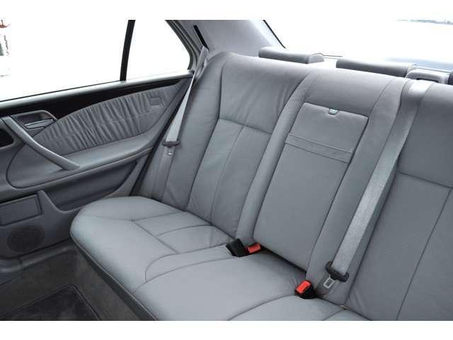 メルセデス・ベンツ M・ベンツ E320 アバンギャルド 内装グレーレザー 左ハンドル