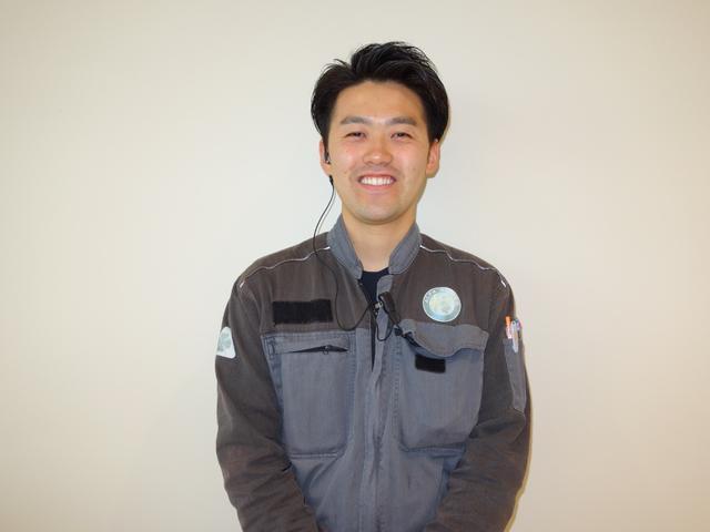 松岡【サービススタッフ】お客様が安心してお車乗れるようにしっかり整備させて頂きます。