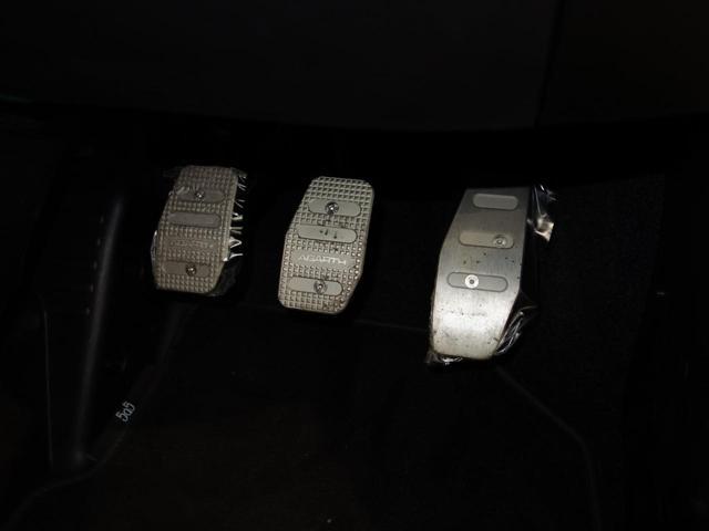 ベースグレード 右マニュアルシフト カープレイ対応オーディオ バイキセノンヘッドライト フロントフォグランプ ヒーテッド電動ドアミラー 自動防眩ルームミラー 7インチタッチパネルモニターApple CarPlay 16インチ8スポークアルミホイール(26枚目)