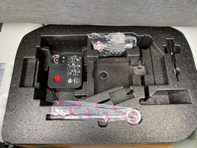 ベースグレード 16バルブインタークーラー付ターボ5速MTA バイキセノンヘッドライト LEDデイランプ 自動防眩ルームミラー スポーツペダル 16インチ8スポークアルミホイール 7インチタッチパネルモニターAppleCarPlay リアパーキングセンサー(12枚目)