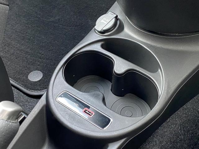 ベースグレード 16バルブインタークーラー付ターボ5速MTA バイキセノンヘッドライト LEDデイランプ 自動防眩ルームミラー スポーツペダル 16インチ8スポークアルミホイール 7インチタッチパネルモニターAppleCarPlay リアパーキングセンサー(25枚目)