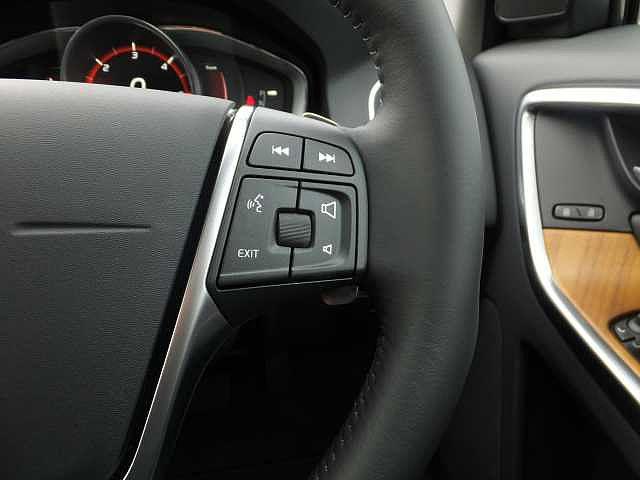 ボルボ ボルボ XC60 D4 クラシック 登録済み未使用車 最終モデル バックカメラ