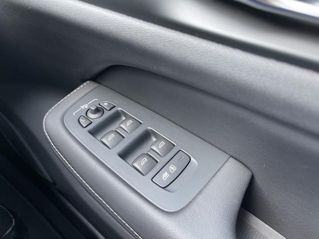 T6 ツインエンジン AWD インスクリプション 元弊社試乗車 サンルーフ 19インチアルミ 360度カメラ HDDナビ ナッパレザー キーレス(26枚目)