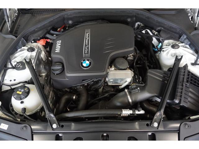 正規ディーラーの下取車です。当然ですがエンジンの始動は良好で、アイドリングも静かに安定しており、例えば信号待ちなどで不快な振動を感じる事もありません。