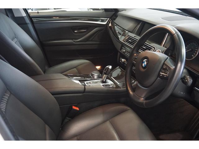 車内の画像も外観同様、簡単な掃除機がけをしただけの、ほぼ入荷時の状態で撮ったものを掲載しています。エアコン送風口からの鼻を突くような不快な臭いや、芳香剤・ペット臭などもありません。