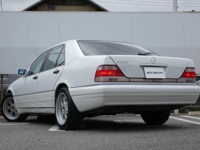 S320 最終型 5AT ブラックレザーシート 社外18AW 右ハンドル ETC クルーズコントロール 電動格納ミラー ウッドパネル 電動チルト本革巻ステアリング下取車 正規ディーラー車(3枚目)