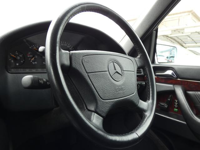 S320 最終型 5AT ブラックレザーシート 社外18AW 右ハンドル ETC クルーズコントロール 電動格納ミラー ウッドパネル 電動チルト本革巻ステアリング下取車 正規ディーラー車(9枚目)