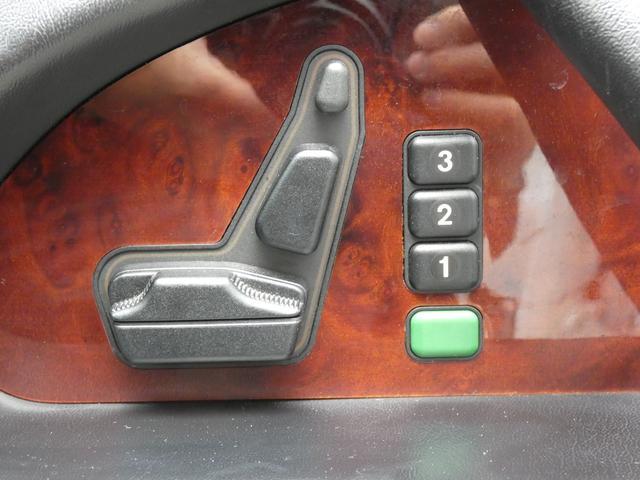 S320 最終型 5AT ブラックレザーシート 社外18AW 右ハンドル ETC クルーズコントロール 電動格納ミラー ウッドパネル 電動チルト本革巻ステアリング下取車 正規ディーラー車(13枚目)