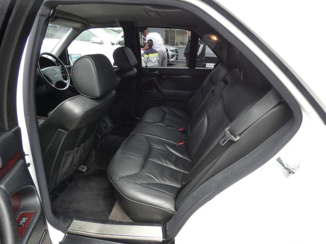 S320 最終型 5AT ブラックレザーシート 社外18AW 右ハンドル ETC クルーズコントロール 電動格納ミラー ウッドパネル 電動チルト本革巻ステアリング下取車 正規ディーラー車(18枚目)
