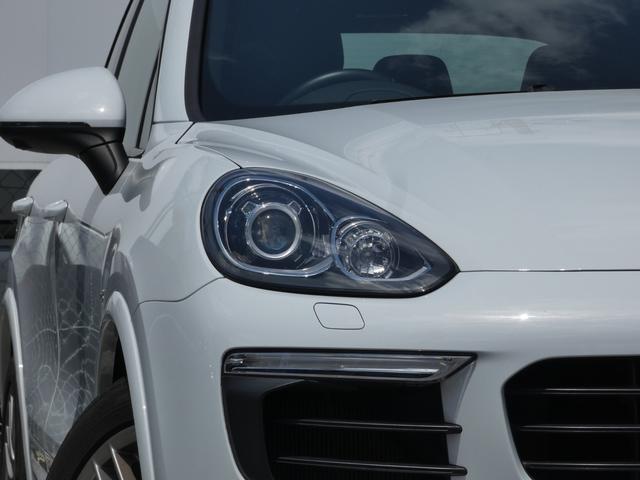 S E-ハイブリッド プラチナエディション プラグインハイブリッド ホワイト 黒半革 PASMエアマティックサスペンション ポルシェエントリー&ドライブシステム 専用20AW PDLSバイキセノンヘッドライト右ハンドル 正規ディーラー車(4枚目)