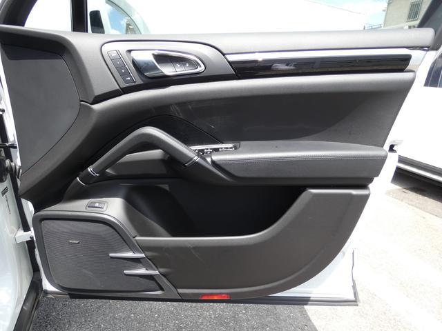 S E-ハイブリッド プラチナエディション プラグインハイブリッド ホワイト 黒半革 PASMエアマティックサスペンション ポルシェエントリー&ドライブシステム 専用20AW PDLSバイキセノンヘッドライト右ハンドル 正規ディーラー車(44枚目)