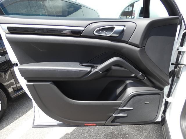 S E-ハイブリッド プラチナエディション プラグインハイブリッド ホワイト 黒半革 PASMエアマティックサスペンション ポルシェエントリー&ドライブシステム 専用20AW PDLSバイキセノンヘッドライト右ハンドル 正規ディーラー車(45枚目)