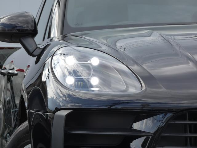 マカン 現行型 スポーツクロノPKG ブラックアルカンターラハーフレザーシート エントリーD LEDヘッドライト PCMナビ 360°カメラ シートヒーター パワーシート 18AW 禁煙 正規ディーラー車(4枚目)