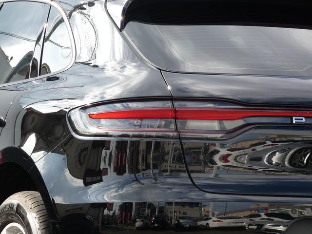 マカン 現行型 スポーツクロノPKG ブラックアルカンターラハーフレザーシート エントリーD LEDヘッドライト PCMナビ 360°カメラ シートヒーター パワーシート 18AW 禁煙 正規ディーラー車(5枚目)