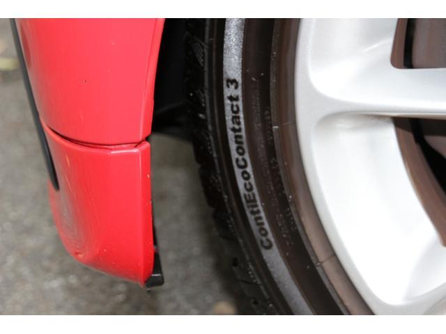 タイヤはコンチネンタル コンタクト3で175/55-15を装着しております溝もまだしっかり残っております。