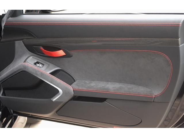 ポルシェ ポルシェ ケイマン GT4