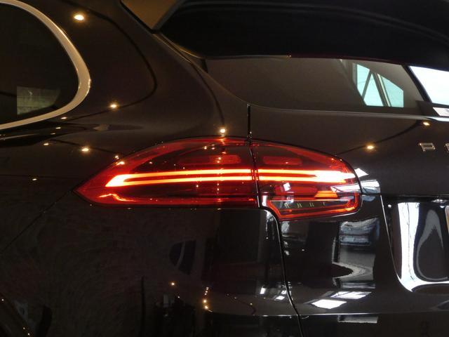 心躍るTurbo専用オールレッドレザーインテリアに純正オプションスポーツクロノパッケージ・パノラミックガラススライディングルーフ・アダプティブクルーズコントロール・LEDヘッドライト・