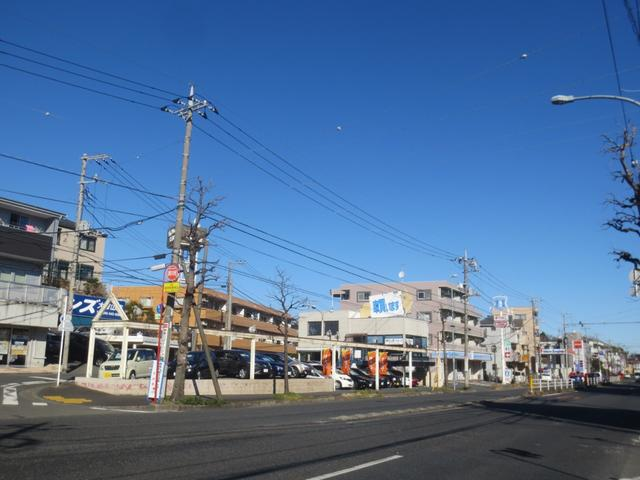 国産自動車をお取扱いさせて頂いております大倉山店は、横浜市港北区師岡町430-1に御座います。環状2号線沿いで、お隣に御座いますコンビニエンスストアのローソン様が目印です。