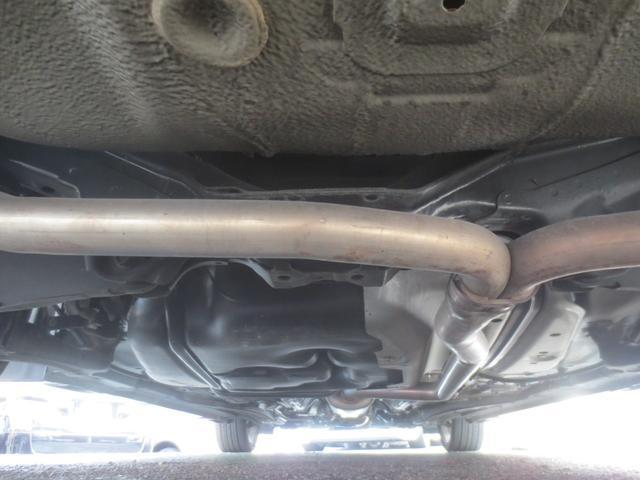 ボディ下回りも大変綺麗な状態で保たれております。各オイルパンパッキンからのオイル滲みや、その他油脂関係の漏れなどもなく、左右ドライブシャフトブーツの破れや、錆や腐食、損傷なども御座いません。