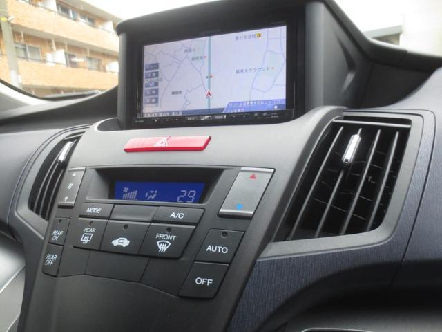 2列目席の天井には後席用クーラー風量調節スイッチが備えられております。  (車内は低濃度オゾン発生機で除菌洗浄をさせて頂いております)
