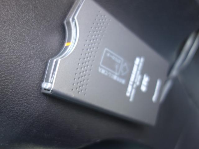 RSZ特別仕様車 HDDナビエディション 7人乗り 純正ナビ後カメラ ドライブレコーダー ETC オートエアコン グレード専用純正17インチホイール 革巻きステアリング 立体駐車場対応(9枚目)