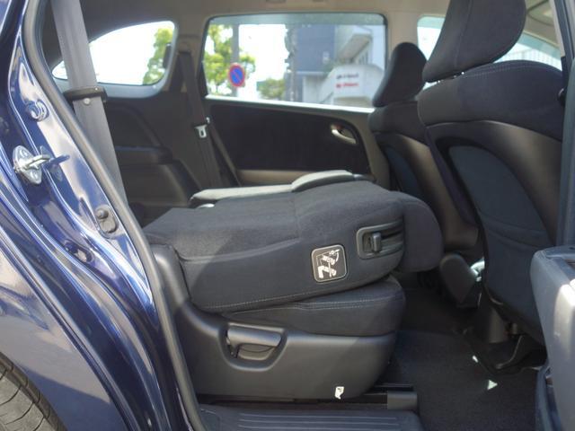 RSZ特別仕様車 HDDナビエディション 7人乗り 純正ナビ後カメラ ドライブレコーダー ETC オートエアコン グレード専用純正17インチホイール 革巻きステアリング 立体駐車場対応(39枚目)