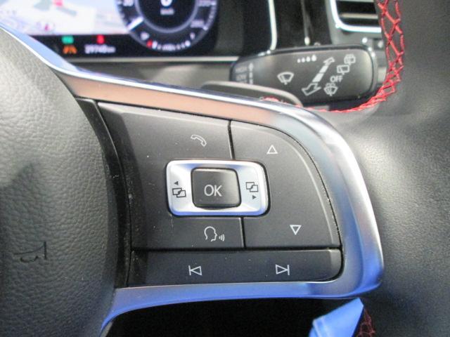マルチファンクションステアリング、オーディオ機能などステアリングから手を離さずに操作でき、快適なドライビングをサポートします。音声操作機能付き!