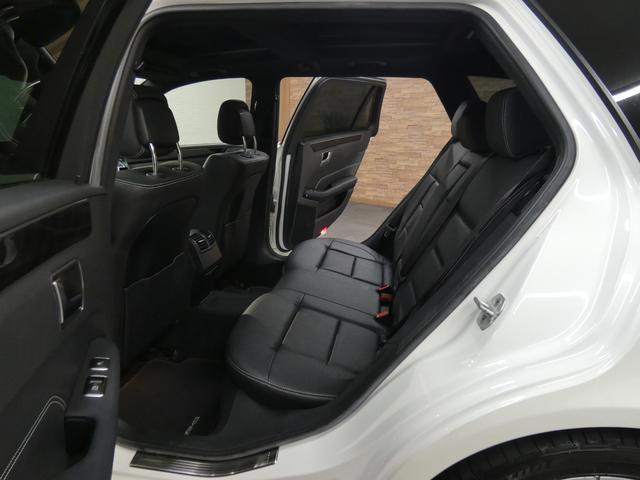 ブラックレザーシート メモリー付パワーシート 全席シートヒーター インテリジェントLEDヘッドライト/LEDポジショニングライト付 リアLEDコンビネーションランプ