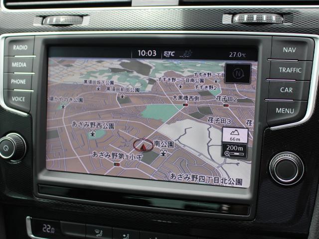 "Golf GTE専用 Volkswagen純正インフォテイメントシステム""Discover Pro""最寄りの充電スポットを案内表示する機能もございます。"