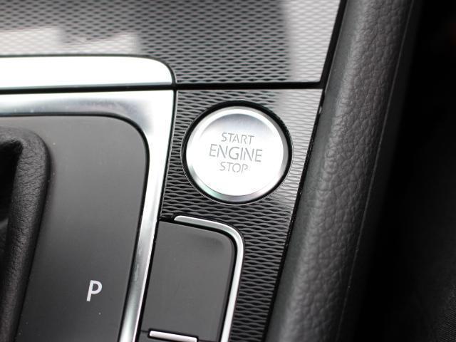 スマートエントリー&スタートシステムを装備。 リモコンキーのボタンを操作することなくドアロックの施錠・解錠やエンジンの始動、停止が可能なシステムです。 ポケットや鞄の中にキーを入れていても感知します。