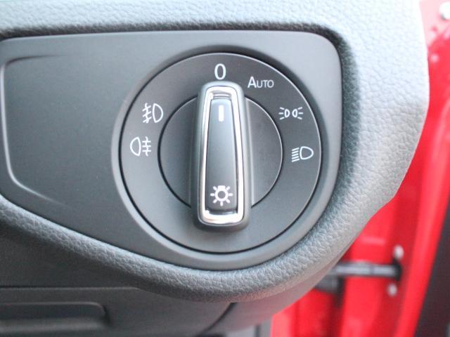 スイッチ類はシンプルかつ操作しやすいように配置されています。