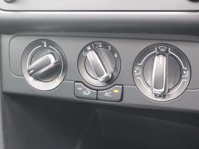 エアコン操作はダイヤル式なので見やすく、操作しやすいデザインです。