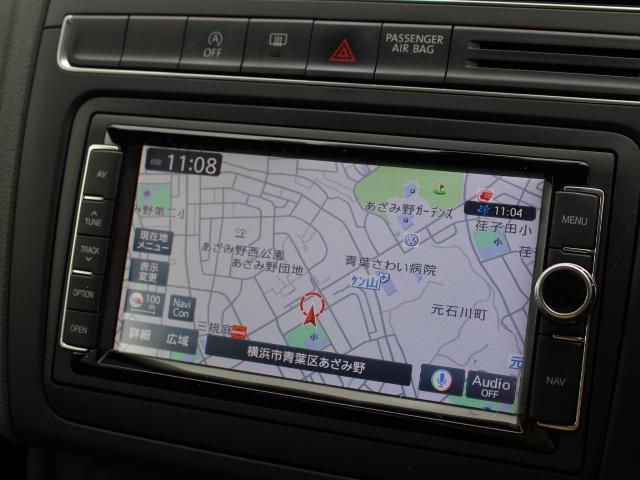 純正ナビ付きです。フルセグTVのほか、オーディオはCD/DVD、ラジオ、SDカード、USB、Bluetoothと幅広く対応しています