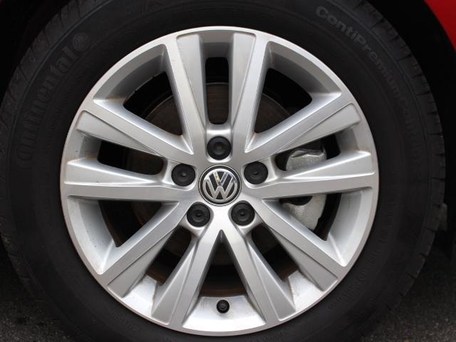 シンプルなデザインのメーターパネルは視認性も高く、長距離ドライブでの目の疲れを低減します。